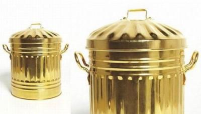 Odpadkové koše ze zlata Sylvie Fleury (http://www.homemag.cz)
