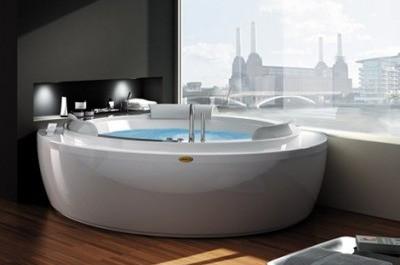 Vířivá koupel v luxusní jacuzzi / vířivé vany