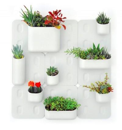 Vertikální zahrada Urbio, to jsou magnetizované květináče